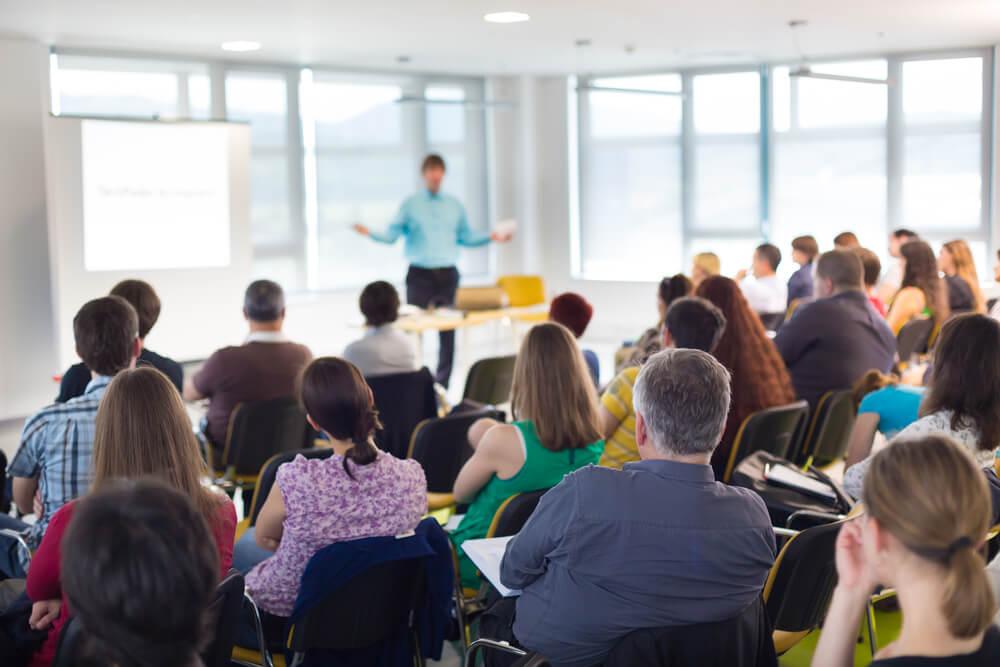 Saiba aqui como organizar uma palestra motivacional em 6 passos